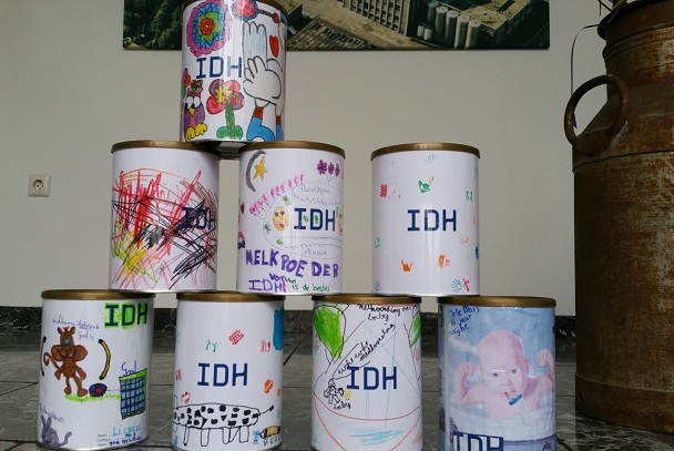 Awarding prizes IDH tin competition 2016